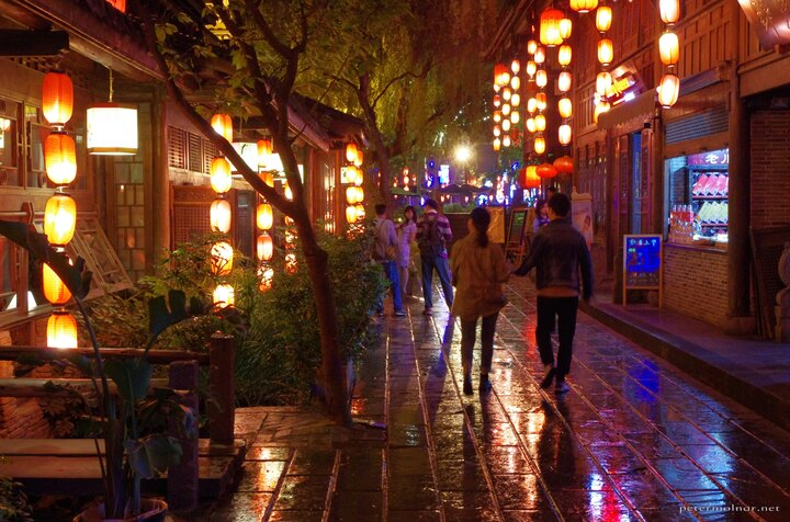 Jinli Street is full of modern, LED lanterns, which are beautiful for the eye and hard to capture for the camera sensor