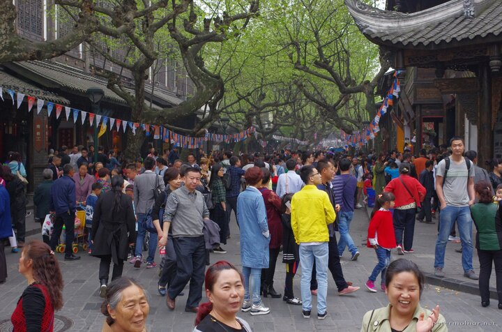Dujiangyan main street very crowded with tourists