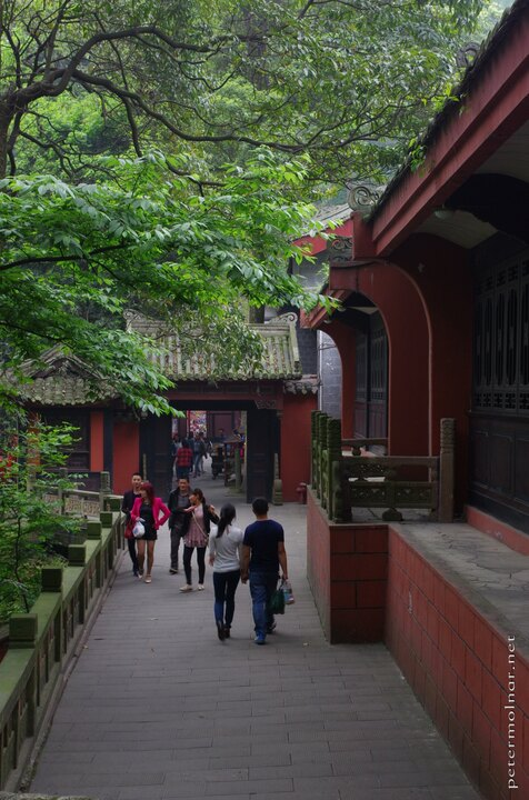 Dujiangyan Scenic Area - ancient passages through monasteries