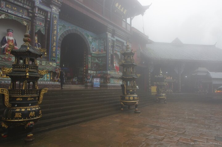 Misty, wet, but still magnificent: Taoist temple on Mount Qingcheng