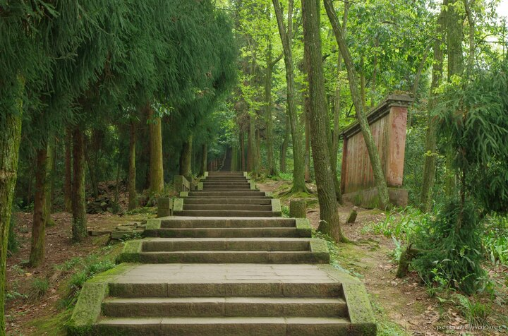 Stairs closer to the bottom of Mount Emei tend to be larger and better preserved