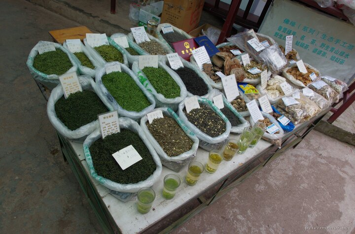 Teas and mushrooms at a stall at Emeishan