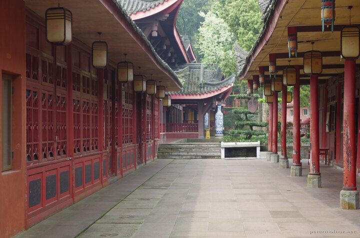 A passage in the Wannian Temple