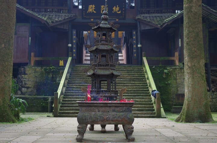 An incest holder in front of the entrance of a temple at Mount Emei