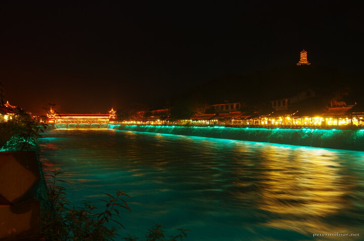 Even the riverbed is lighted in Dujiangyan...