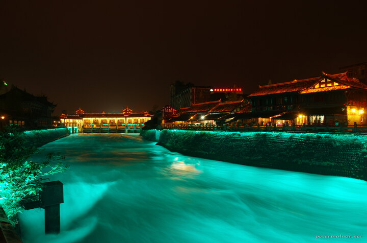 ... which allows you to take gorgeous pictures of the flow at night