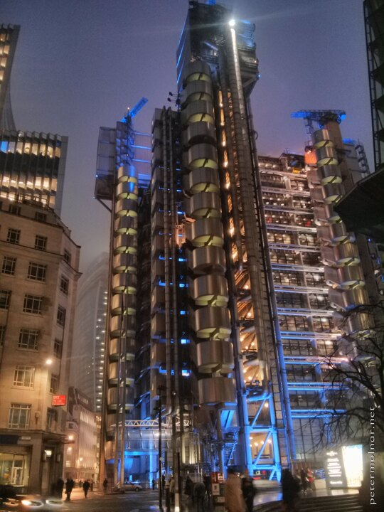 london-at-night-lloyds-building