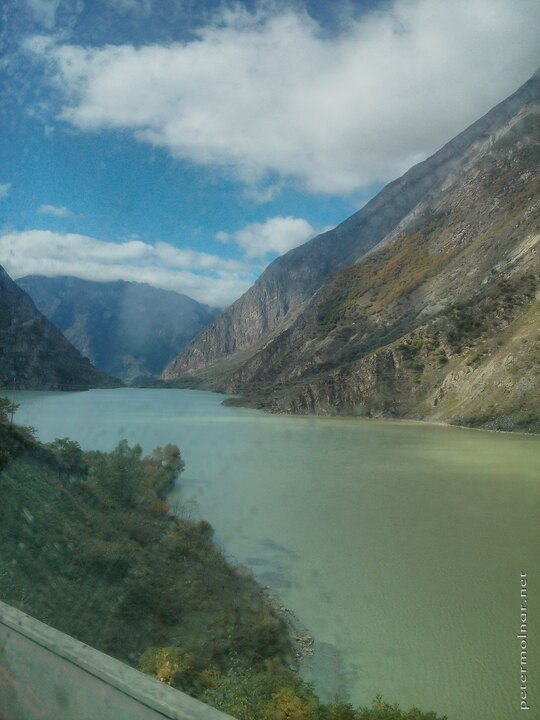 A view from the bus on our way to Jiuzhaigou