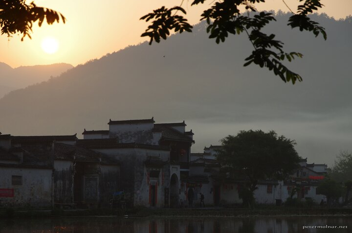 hongcun-lake-sunrise