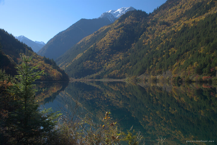 sichuan-mountains-view-from-rhinoceros-lake